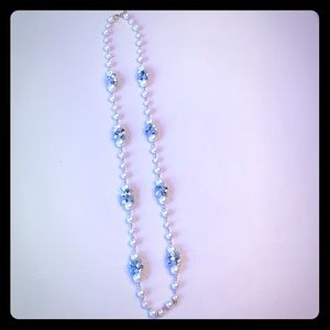 Beaded necklace with pearls